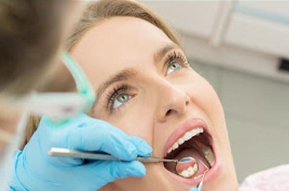 Számos baj okozói is lehetnek - mik azok a szájüregi baktériumok?