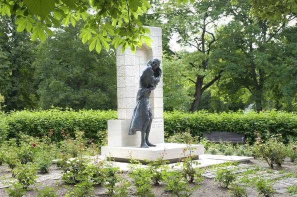Több mint szobor – gróf Esterházy János a Gesztenyés kertben