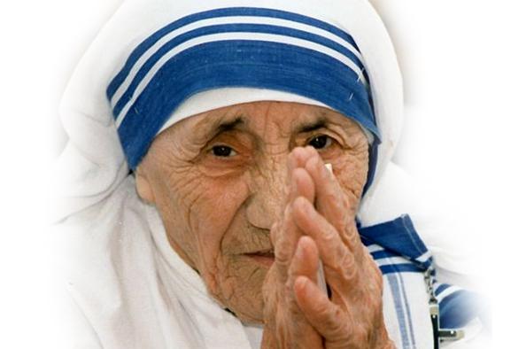 Az önfeláldozó szolgálat szobra – Kalkuttai Teréz anya a Hegyvidéken