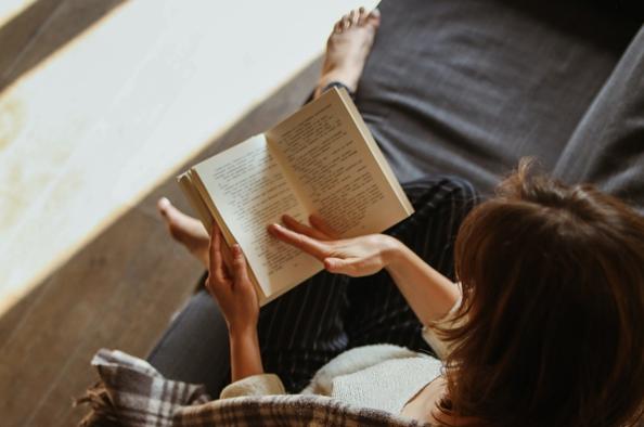 Repülés, titkok és Olaszország – könyvajánló felnőtt olvasóinknak