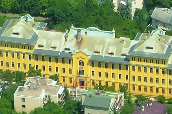 Fellegvár a Sas-hegyen – az Arany János Általános Iskola és Gimnázium