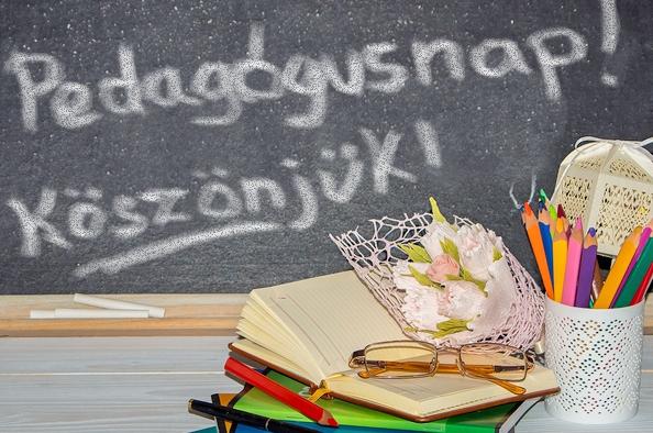 Csengő szól az iskolában – Köszöntjük a pedagógusokat