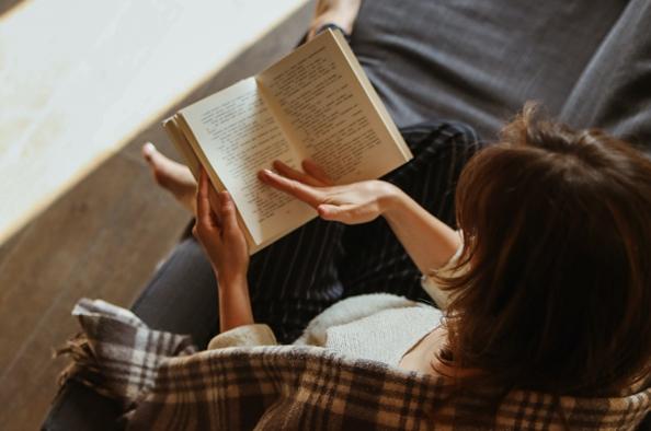Ne szorongjunk, hanem élvezzük az életet – tavaszi könyvajánló