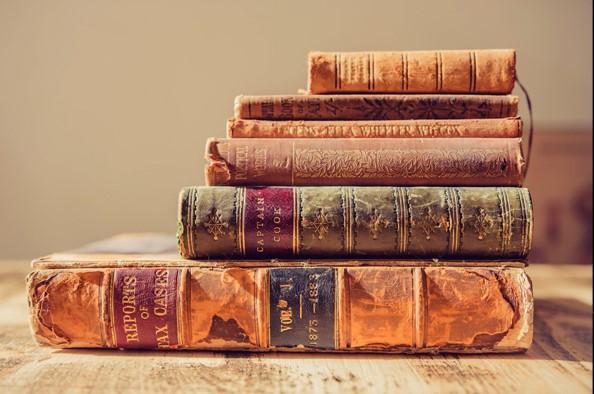 Rózsák, könyvek és egy sárkány – gondolatok április 23-án, a könyv világnapján