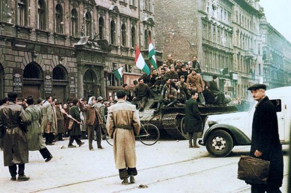 1956 emlékezete utcáink falán