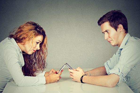 """Hasznos vagy inkább haszontalan időtöltés a """"mobilozás""""?"""