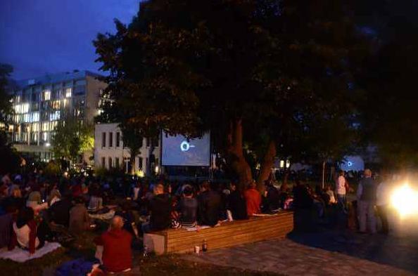 Remek filmek egész nyáron – kertmozi a MOM kultban