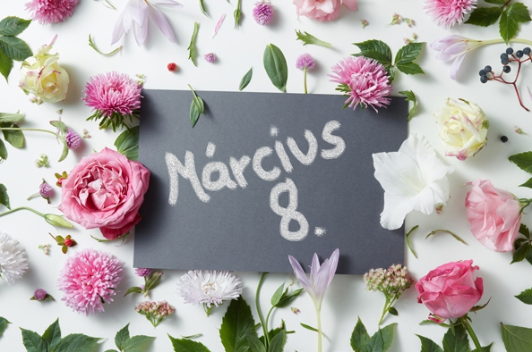 Március 8. - Tavasz, virágok, nők