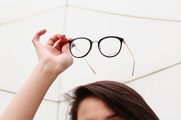 A szemüveg is öltöztet - így viseljük