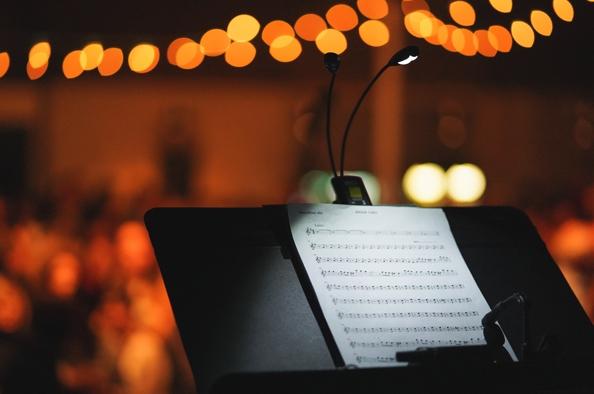 A sötét és a zene bűvöletében – éjszakai élménykoncert