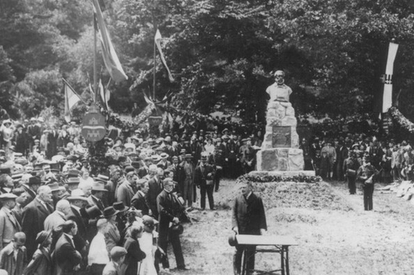 Kossuth elfogatása és szobra Zugligetben