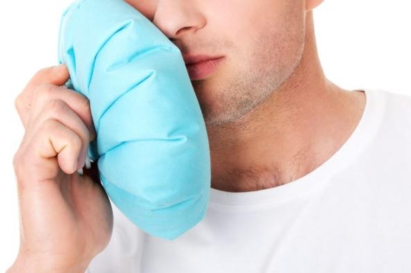 Mit tegyünk, ha megfájdul a fogunk? – 8 tipp fogfájás ellen