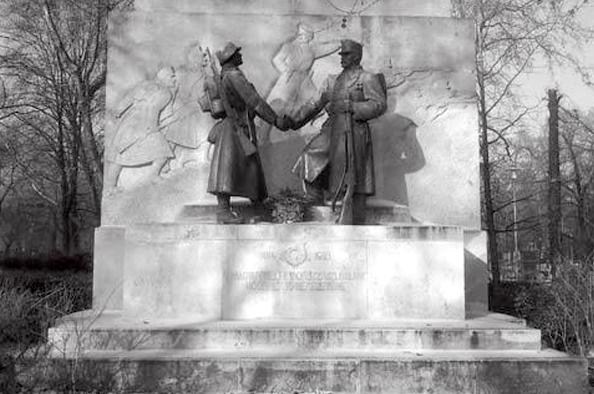 A lefejezett szobor – a magyar tábori vadászok emlékműve a Városmajorban
